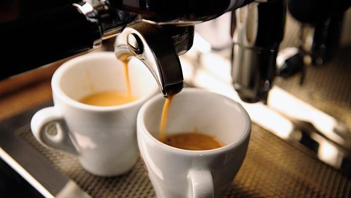 რატომ არ უნდა დალიოთ ყავა გაღვიძებისთანავე – ექიმის რჩევა
